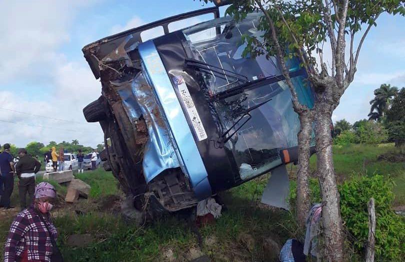 sancti spiritus, jatibonico, accidente de transito, lesionados, yutong, omnibus nacionales