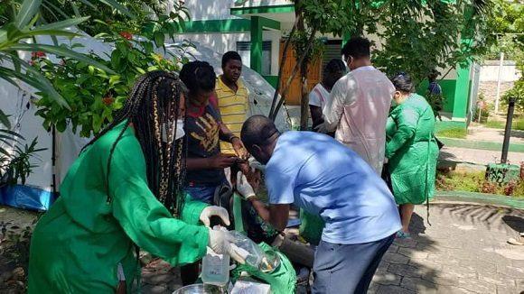 Colaboradores cubanos brindan apoyo en zonas afectadas por sismo en Haití. (Foto: Misión Médica en Haití)