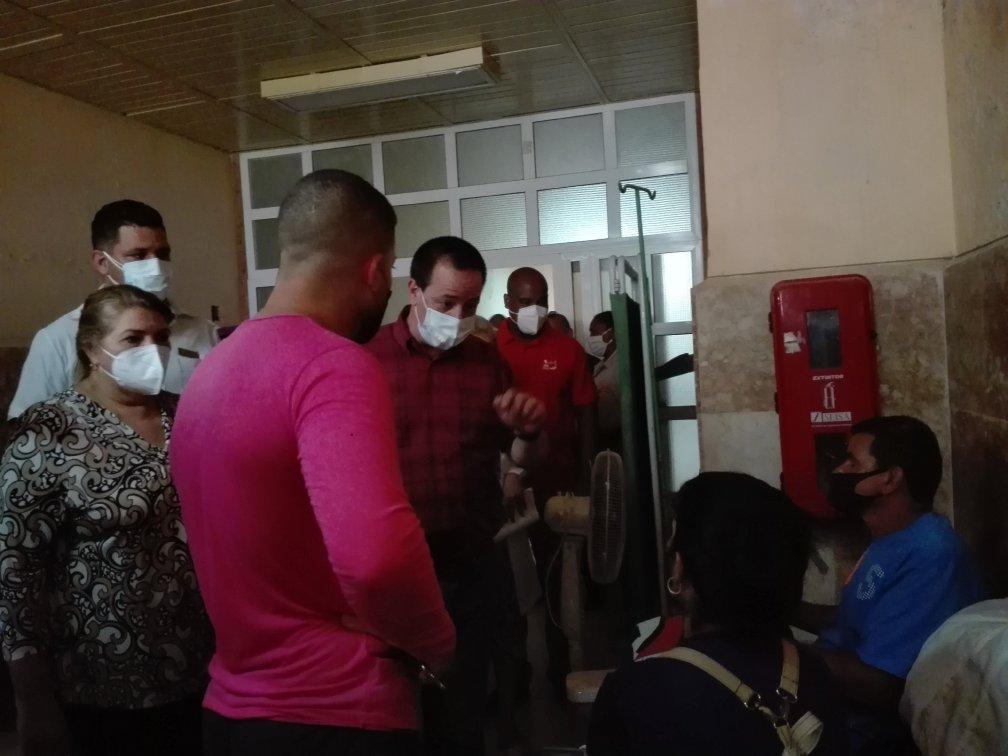 El ministro constató en el Hospital de Trinidad la tensión en cuanto a disponibilidad de capacidades y personal sanitario.