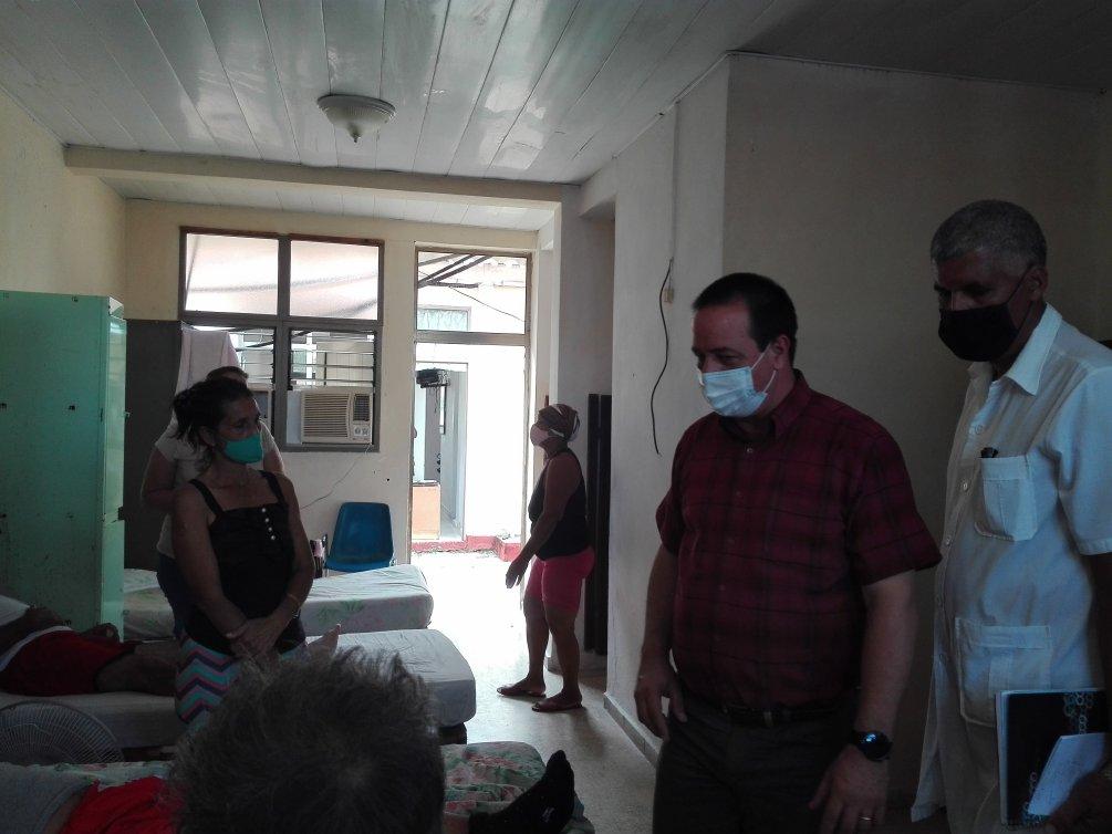 En la Escuela de Hotelería y Turismo, que funciona como extensión hospitalaria, los pacientes reconocieron la calidad de la atención médica y las condiciones del centro.