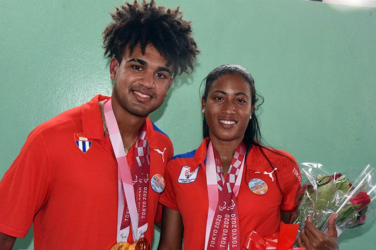 Omara Durand y su guía Yuniol Kindelán. (Foto: PL)