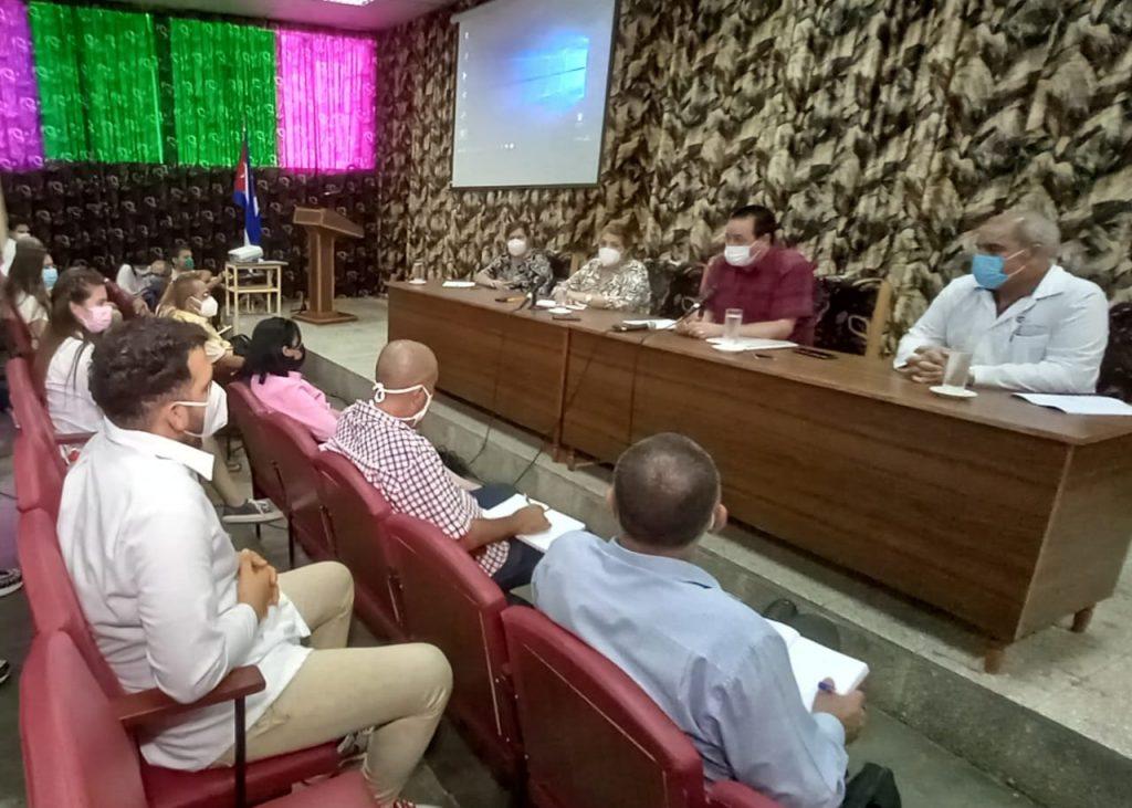 Junto a las principales autoridades de la provincia, el ministro de Salud Pública, José Ángel Portal Miranda, también intercambió con estudiantes espirituanos de Ciencias Médicas. (Foto: Yoan Pérez)